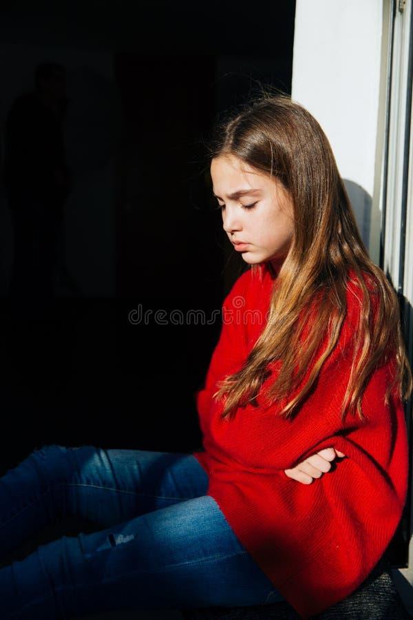 Angelägen flicka med problem fotografering för bildbyråer