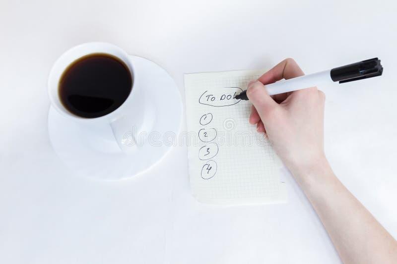Angelägenheter lista och kopp av Coffe royaltyfri fotografi