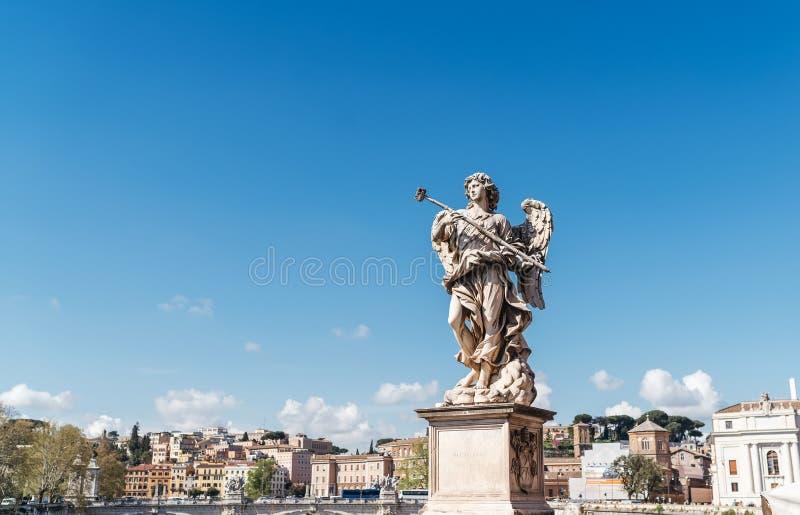 Angel Carrying der Schwamm, durch Antonio Giorgetti auf Ponte Sant 'Angelo Aelian Bridge oder Pons Aelius in Rom, Italien lizenzfreie stockfotografie