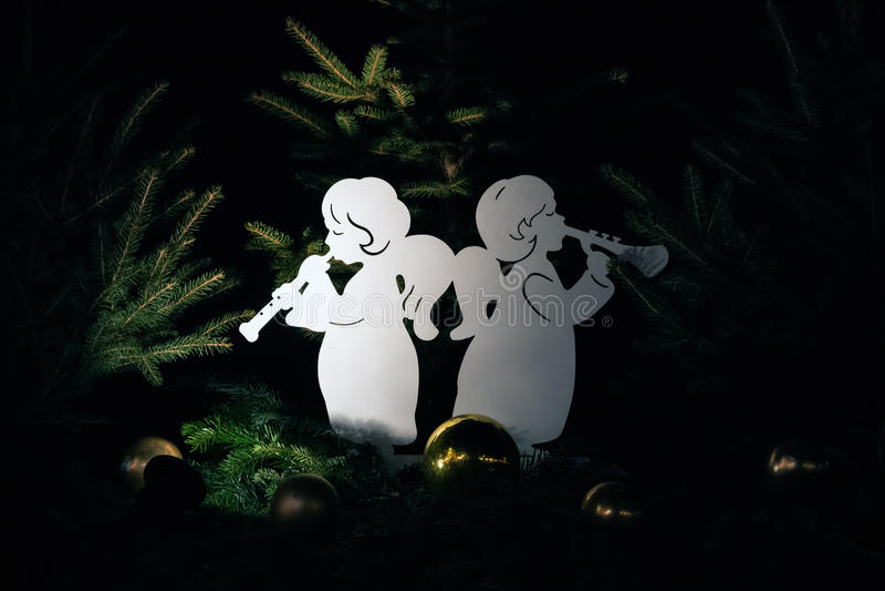 Angel Christmas Decorations in de Wintersprookjesland dat wordt getoond royalty-vrije stock afbeeldingen