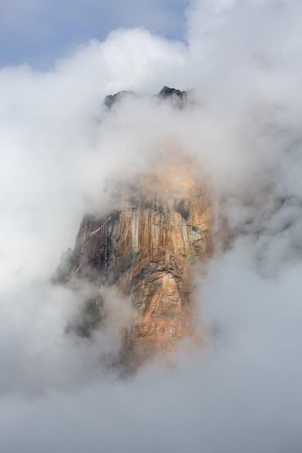 Angel Falls en el cielo en Venezuela imagenes de archivo