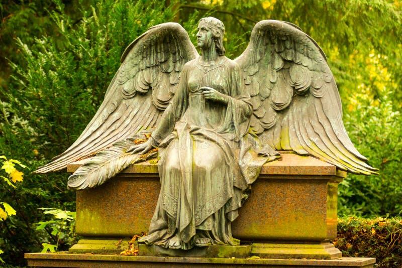 Angel Sculpture en cementerio fotografía de archivo