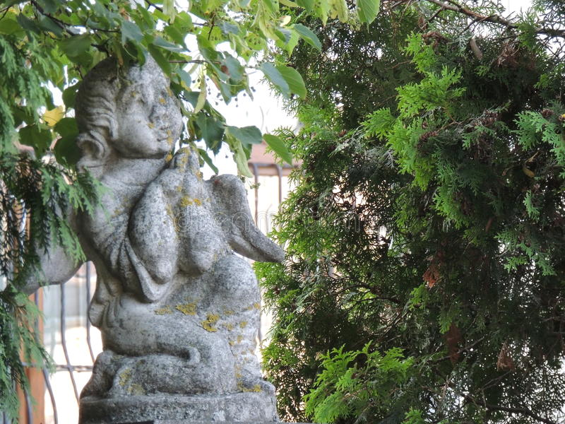 Angel Sculpture nella città ucraina immagine stock libera da diritti