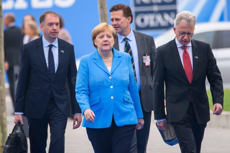 Angela Merkel, canciller de Alemania, durante llegada a la CUMBRE de OTAN 2018 imagen de archivo libre de regalías