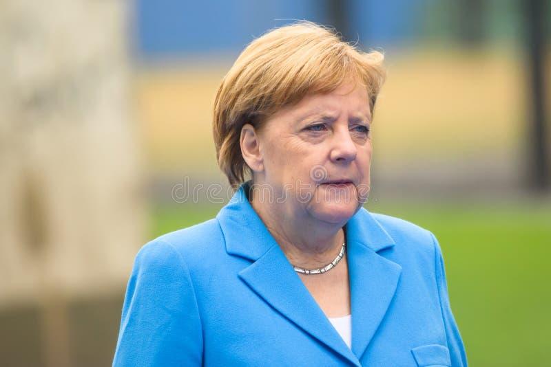 Angela Merkel, canciller de Alemania, durante llegada a la CUMBRE de OTAN 2018 fotos de archivo libres de regalías