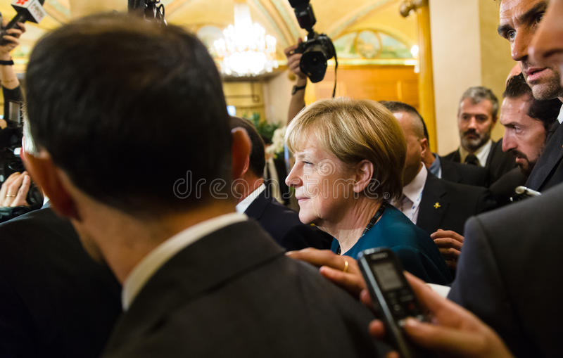 Angela Merkel nach der Sitzung auf dem ASEM-Gipfel lizenzfreie stockfotografie