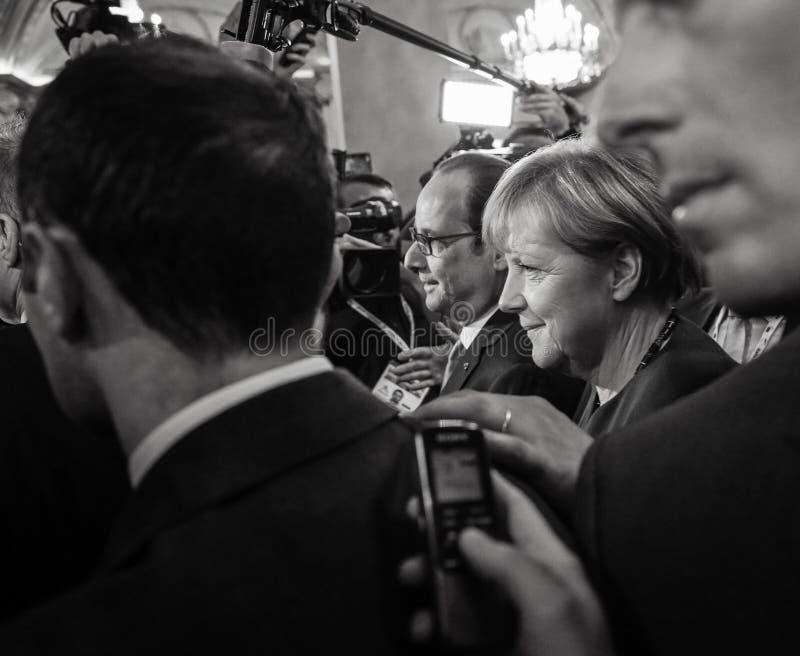 Angela Merkel und Francois Hollande nach der Sitzung auf dem ASE lizenzfreie stockbilder
