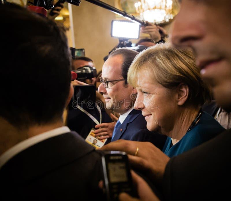 Angela Merkel und Francois Hollande nach der Sitzung auf dem ASE stockfotografie