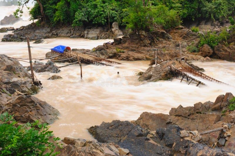 Angelausrüstung in Wasserfall Betrug-PAs Peng, Laos. lizenzfreie stockbilder