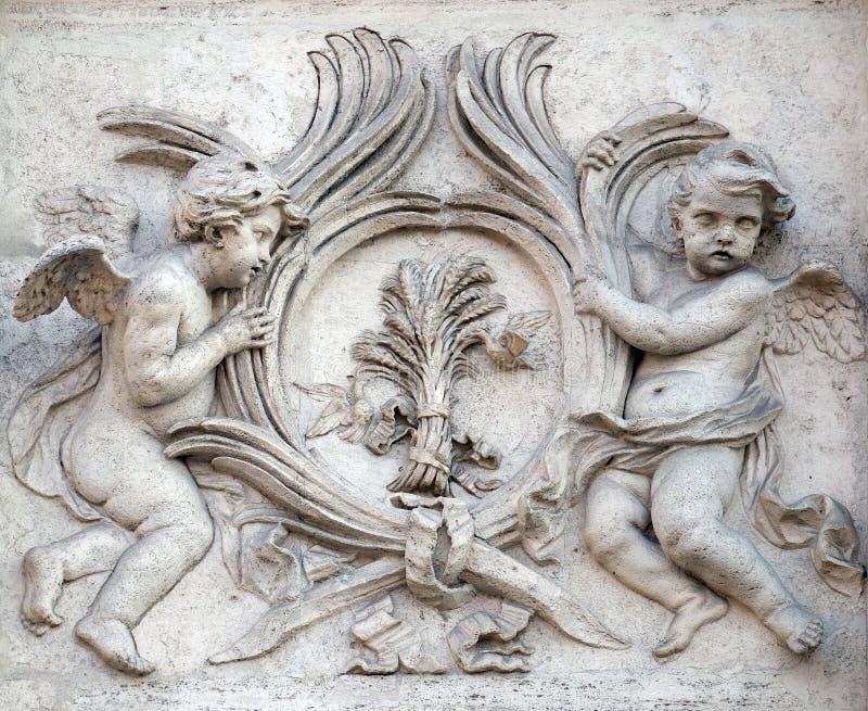 Angeli con i simboli di martirio immagine stock