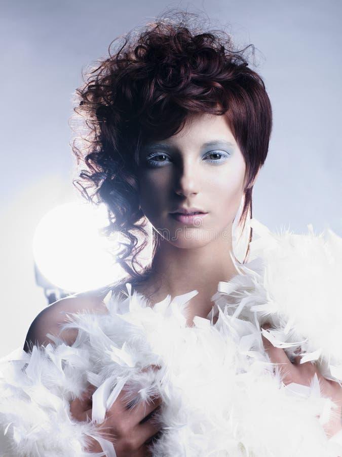Angeliczka z czerwonymi włosami zdjęcie royalty free