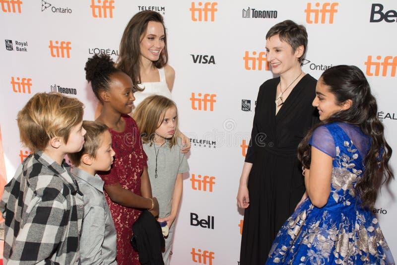 Angelina Jolie met haar familie ` de Kostwinner` Première bij Internationaal de Filmfestival van Toronto stock afbeeldingen