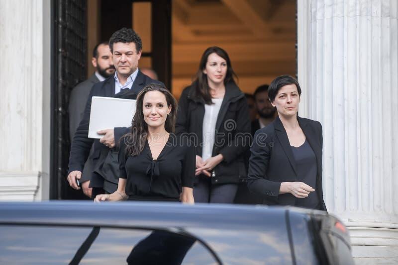 Angelina Jolie verlaat het bureau van de Griekse Eerste minister in Athen royalty-vrije stock afbeelding