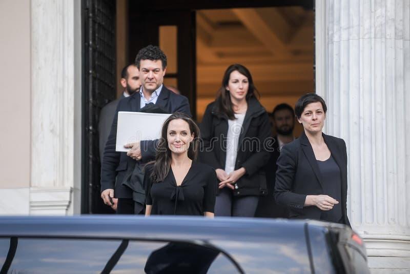 Angelina Jolie verlaat het bureau van de Griekse Eerste minister in Athen stock afbeelding