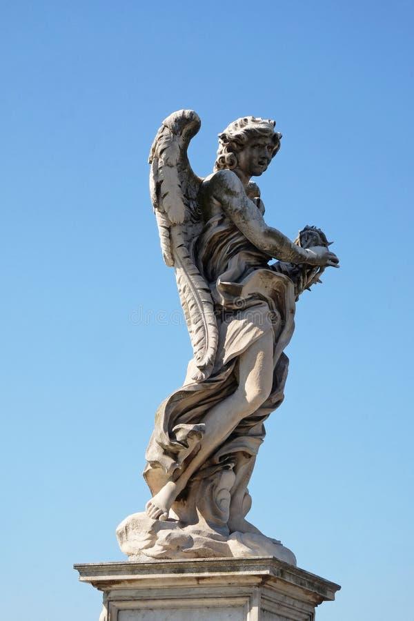 Angelo con la corona delle spine, Ponte Sant Angelo a Roma fotografia stock