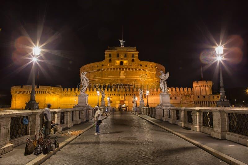 ` Angelo de Castel Sant na noite fotos de stock