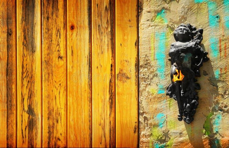 Angelo del Cherub sulla parete fotografia stock libera da diritti