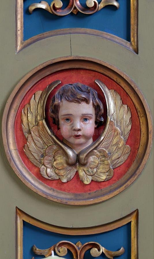 Angelo, dettaglio dell'altare nella basilica del cuore sacro di Gesù a Zagabria fotografie stock