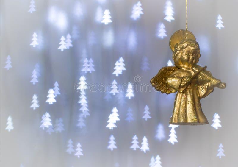 Angelo di Natale che gioca il violino fotografia stock