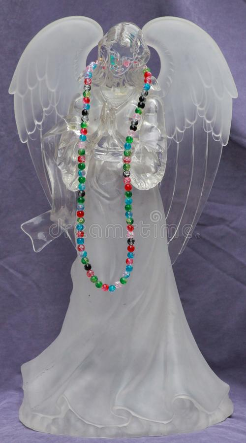 Angelo di preghiera con le perle variopinte fotografia stock libera da diritti