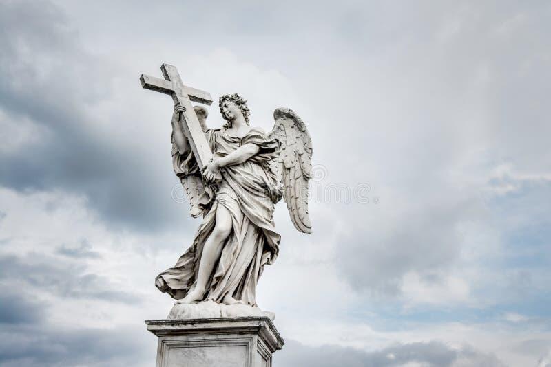 """Angelo santo con l'incrocio, a Ponte Sant """"Angelo, Roma, Italia x immagine stock"""