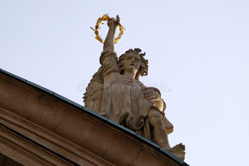 Angelo sul portale della chiesa della st Catherine e del mausoleo di Ferdinand II, Graz, Austria immagini stock