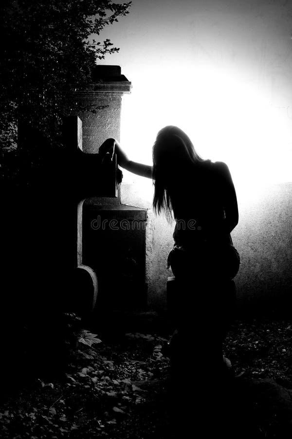 Angelo sulla tomba fotografia stock libera da diritti