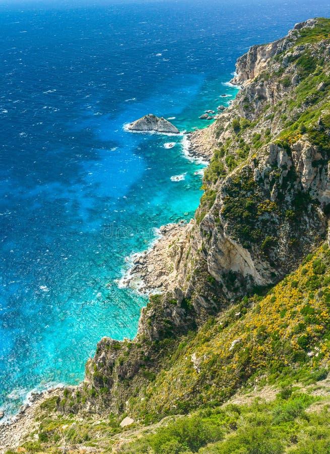 Angelokastro, skalista górska skarpa na wybrzeżu błękitnego morza obraz royalty free