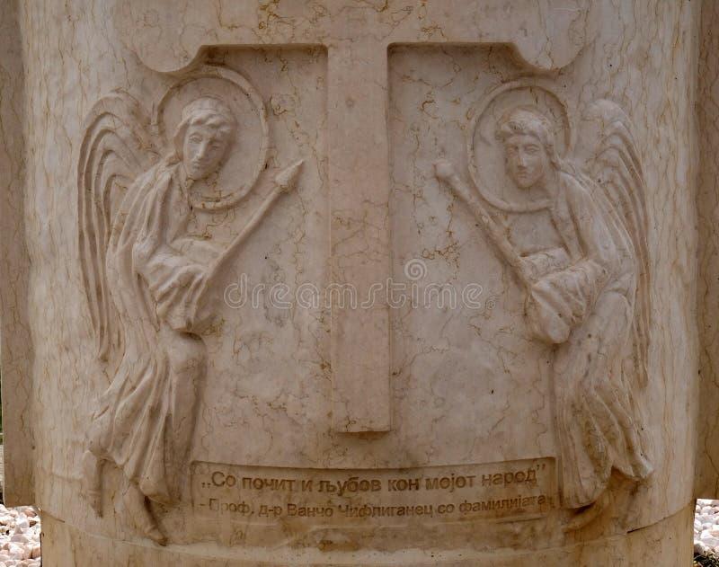 Angels, apanhador de um Monumento Cruzado em Ohrid, Macedônia foto de stock royalty free