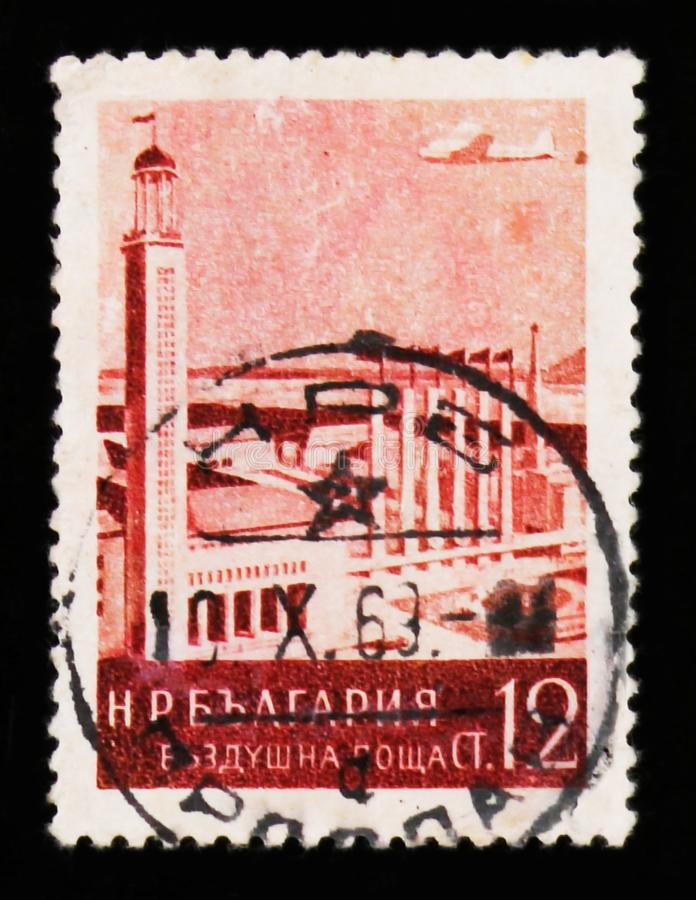 Angemessenes Gebäude Plowdiws, Luftpostbeitrag, Landschaft- und Gebäude serie, circa 1954 lizenzfreie stockfotos
