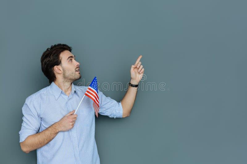 Angenäm trevlig man som är en USA-patriot arkivfoto