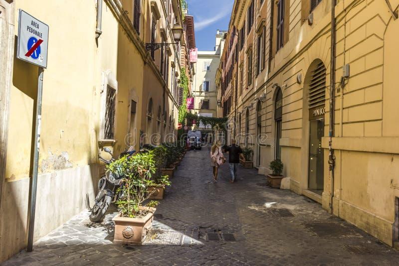 Angenehme italienische Straße über Margutta stockbild