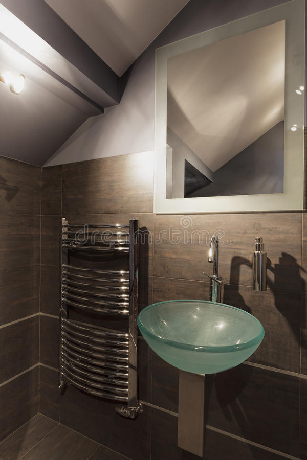 Angenehmes beige Badezimmer stockfotos