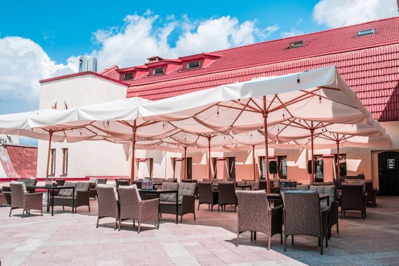 Angenehmes Restaurant im Freien in Minsk-Stadt stockfotos