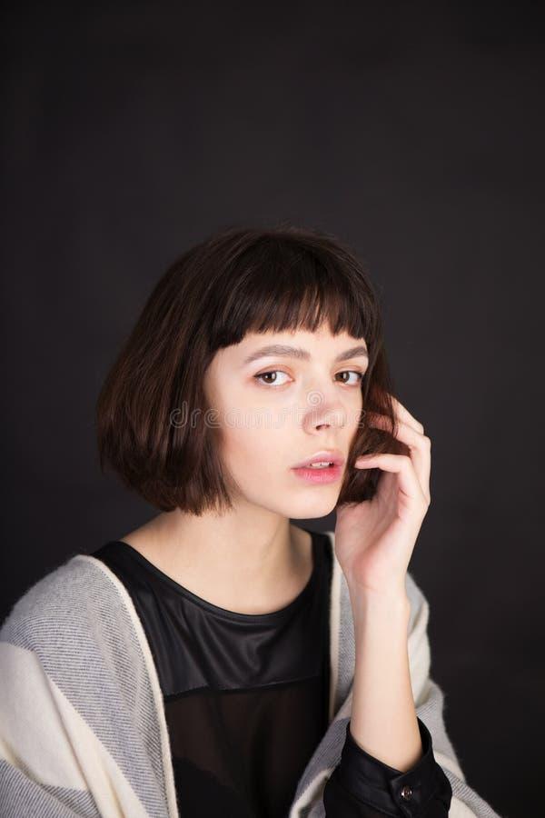 Angeredeter Blick 'Amelie 'französischer Film vertikale Portr?taufnahme lizenzfreie stockbilder