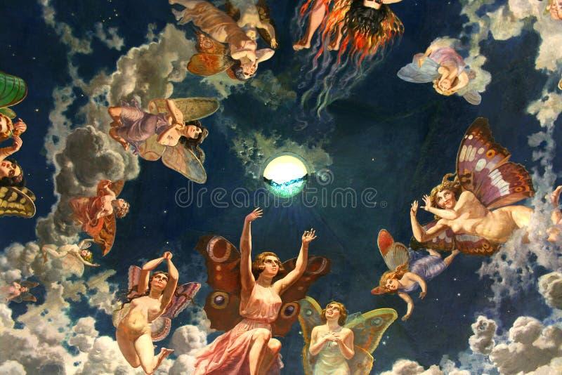 Anges dans le toit images libres de droits