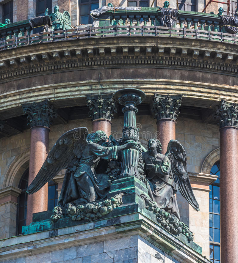Anges de cathédrale d'Isaac's de saint, StPetersburg, Russie image stock