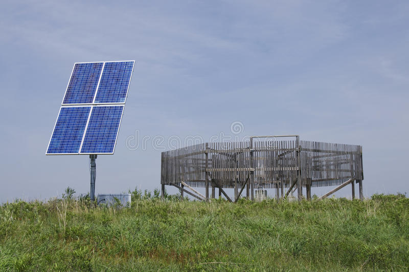 Angeschaltene Solarwetterstation lizenzfreies stockbild