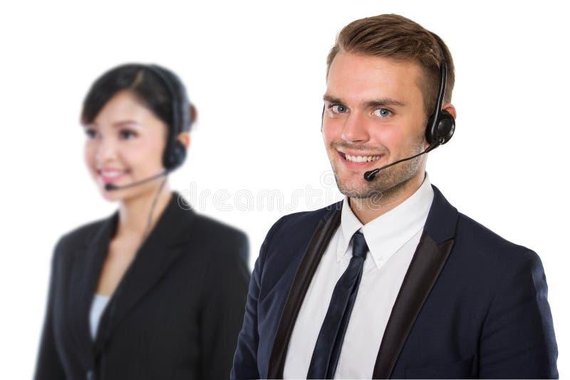 Angestellter des Call-Centers mit einem Kopfhörer an stockfotografie