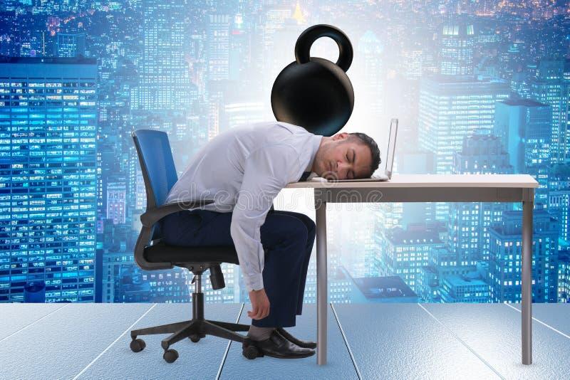 Angestellter mit Belastung der Arbeit lizenzfreies stockbild