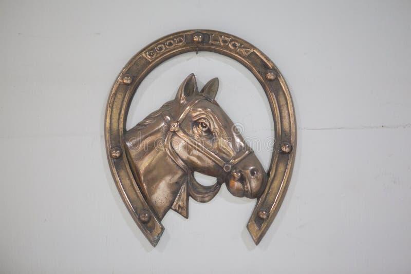Angezogener Pferdeschuh alte Tone Totke stockbilder