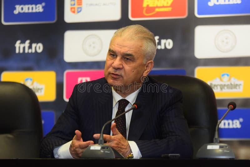 Anghel Iordanescu (Rumania) en la rueda de prensa imagen de archivo libre de regalías