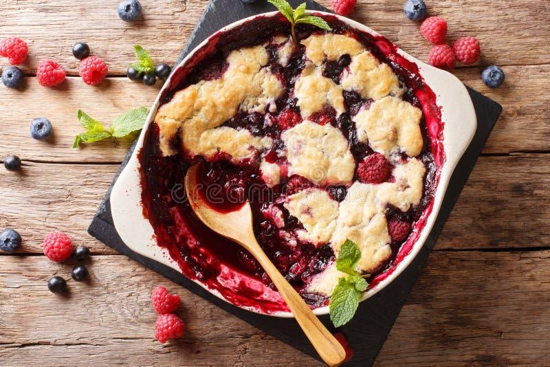 Angielska kuchnia: jagodowy cobbler dekoruje z nowym zbliżeniem obraz stock