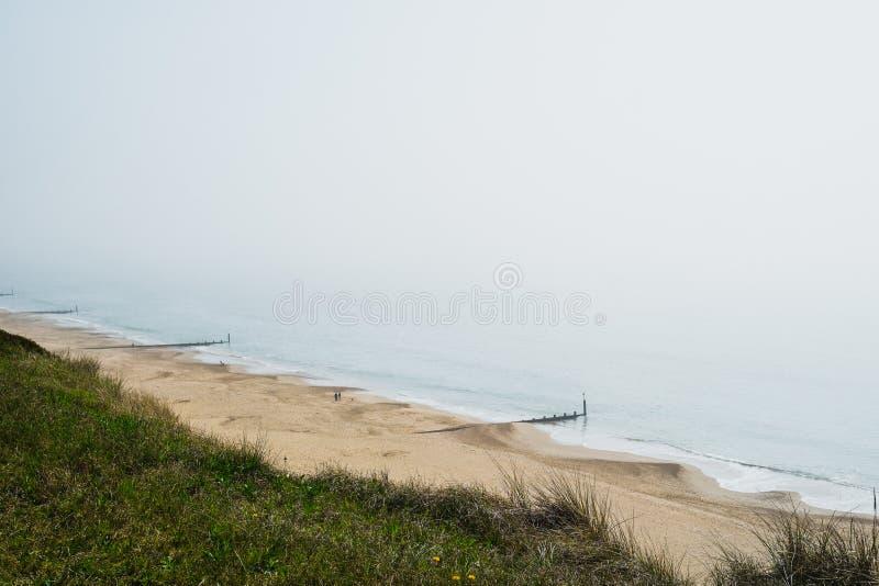 Angielska linia brzegowa na Mgławym dniu zdjęcia royalty free