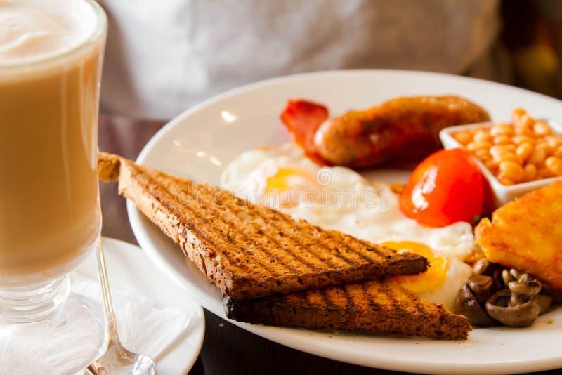 Angielski śniadanie i Latte zdjęcia royalty free