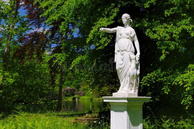 Angielskie ziemie Woerlitz Dianenstatue obrazy stock