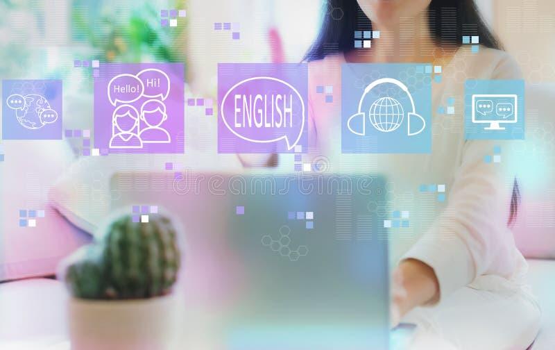 Angielszczyzny z kobiet? u?ywa jej laptop zdjęcie stock