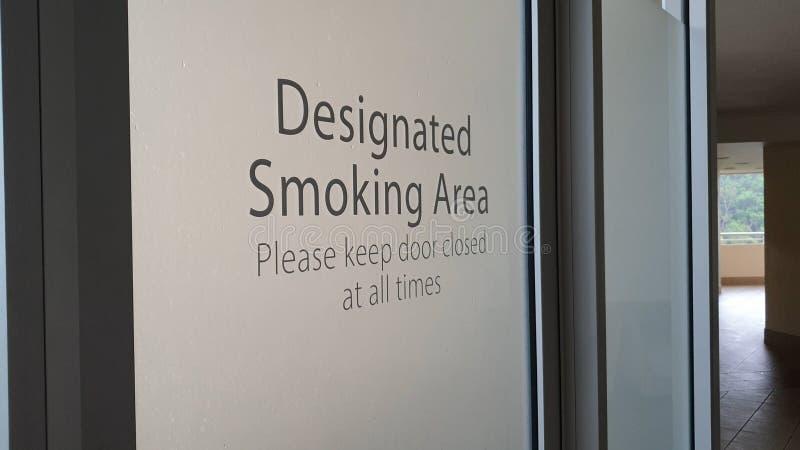 Angivet rökområde fotografering för bildbyråer