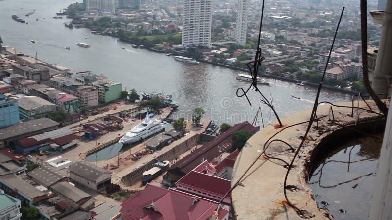 ANGKOK THAÏLANDE - 11 AVRIL : Le temple appelle Wat Yannawa dans le secteur de ville de Bangkok clips vidéos
