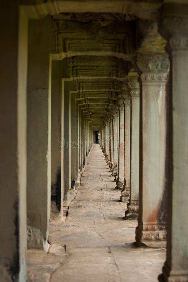 angkor走廊柱子重复石头寺庙 免版税图库摄影